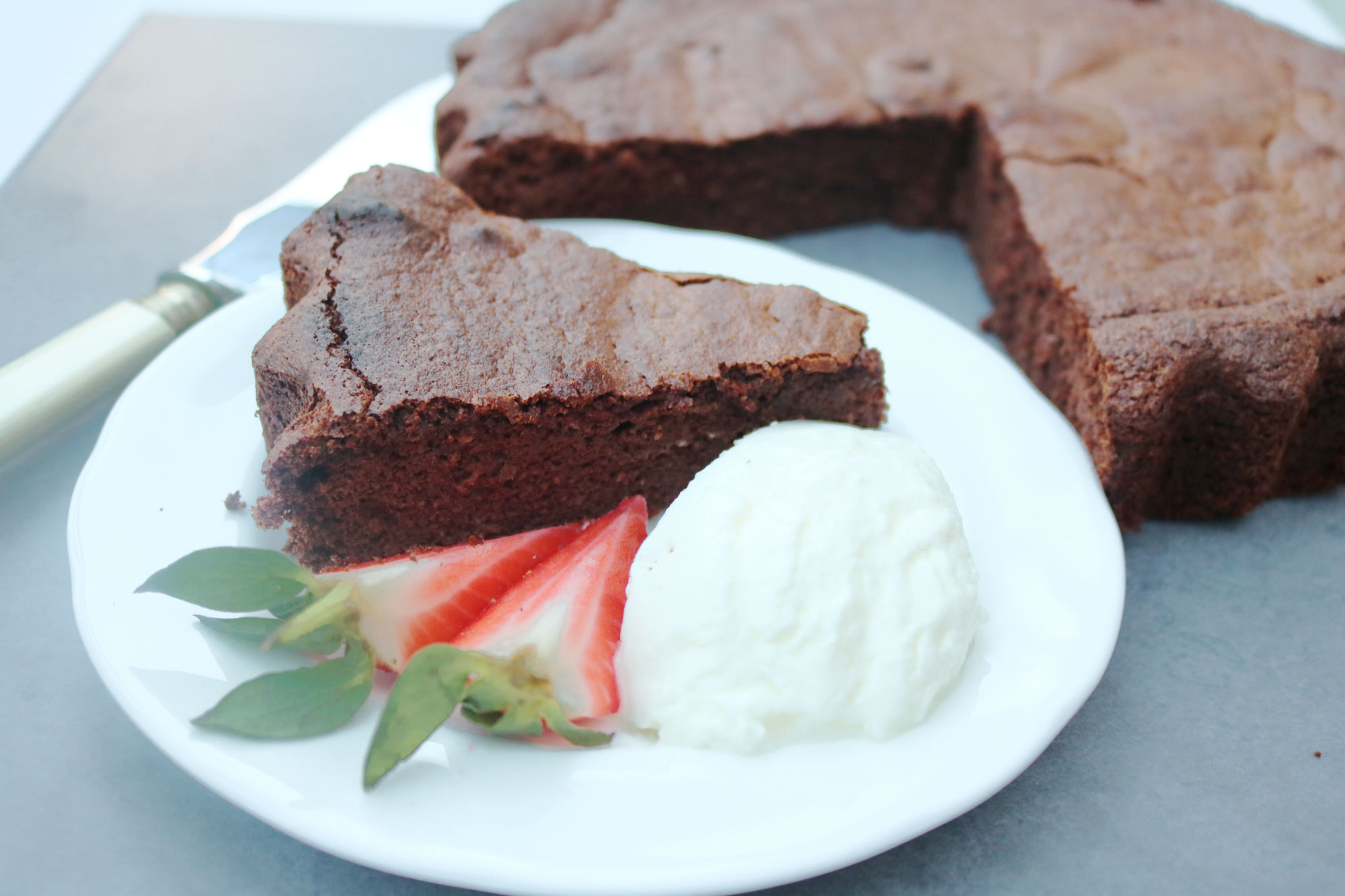 Almond and Carob Torte